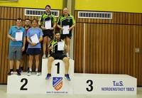 1. Herrenmannschaft Kreispokalsieger der Kreisliga, Auf dem Foto links Tassilo Stiller, rechts Manfred Moses und sitzend Emre Ayvaz.