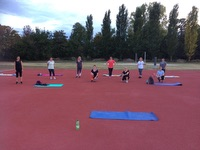 Die functional Body Training Gruppe auf dem Sportplatz.